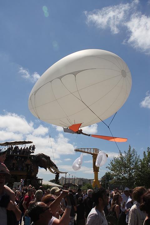 L'Aéroplume Aérosculpture en spectacle